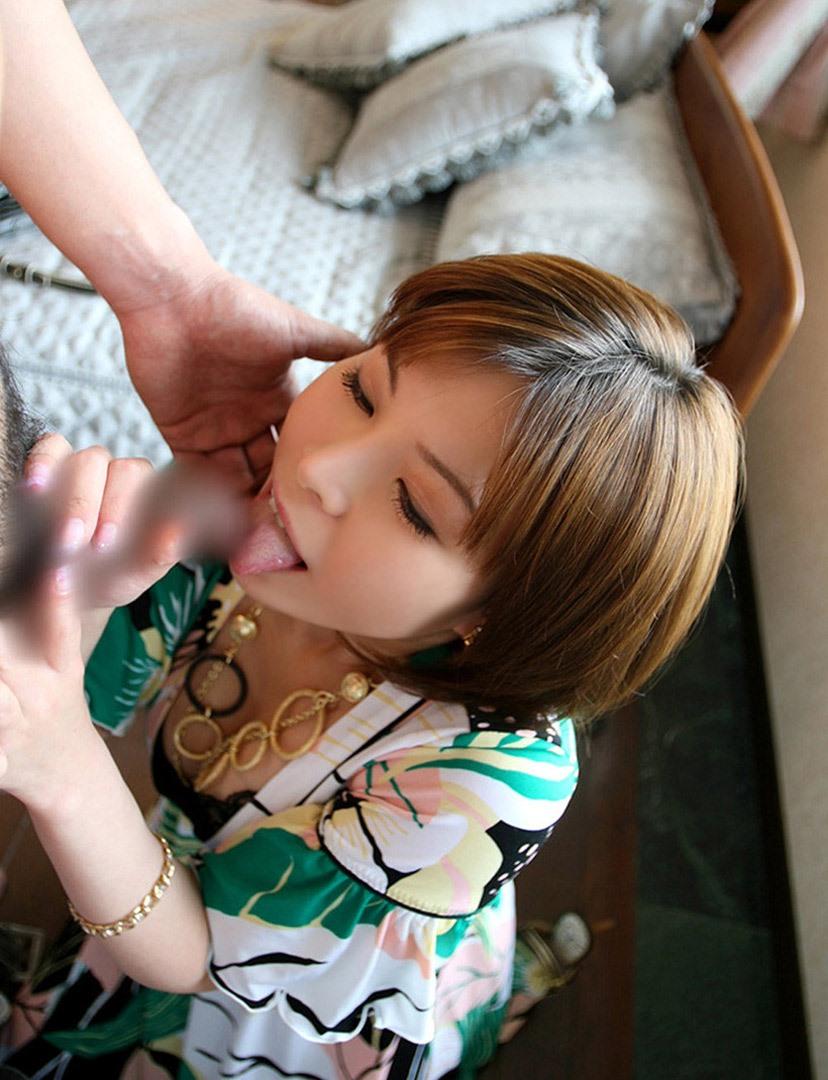 【着衣フェラチオエロ画像】ロクに脱衣もしてない状態でチンポむさぼる女エロ杉! 10