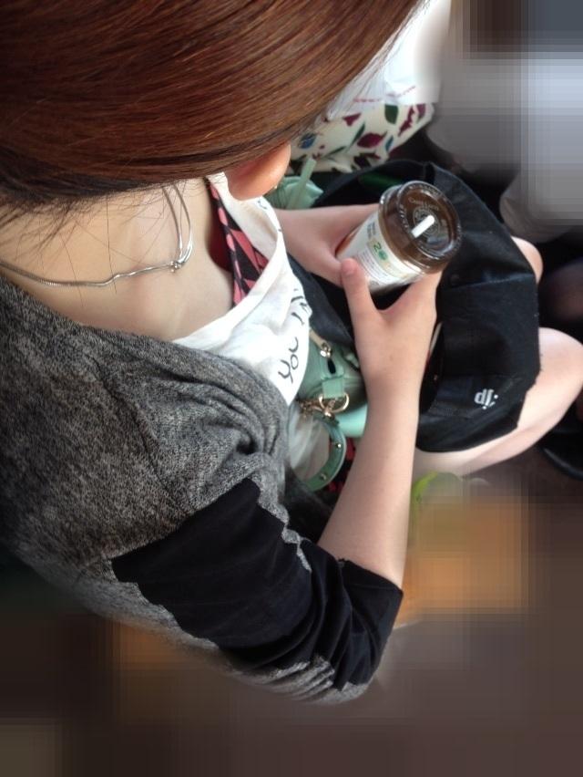 【電車内盗撮エロ画像】電車内で素人娘を盗撮した生々しい電車内盗撮画像! 05