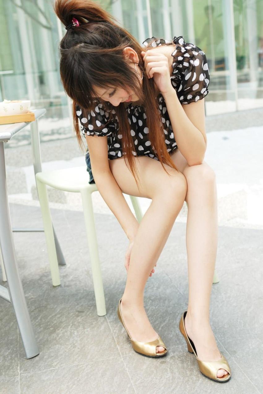 【美脚エロ画像】スラリと伸びた女の子の美脚におもわずナマツバ!www 08