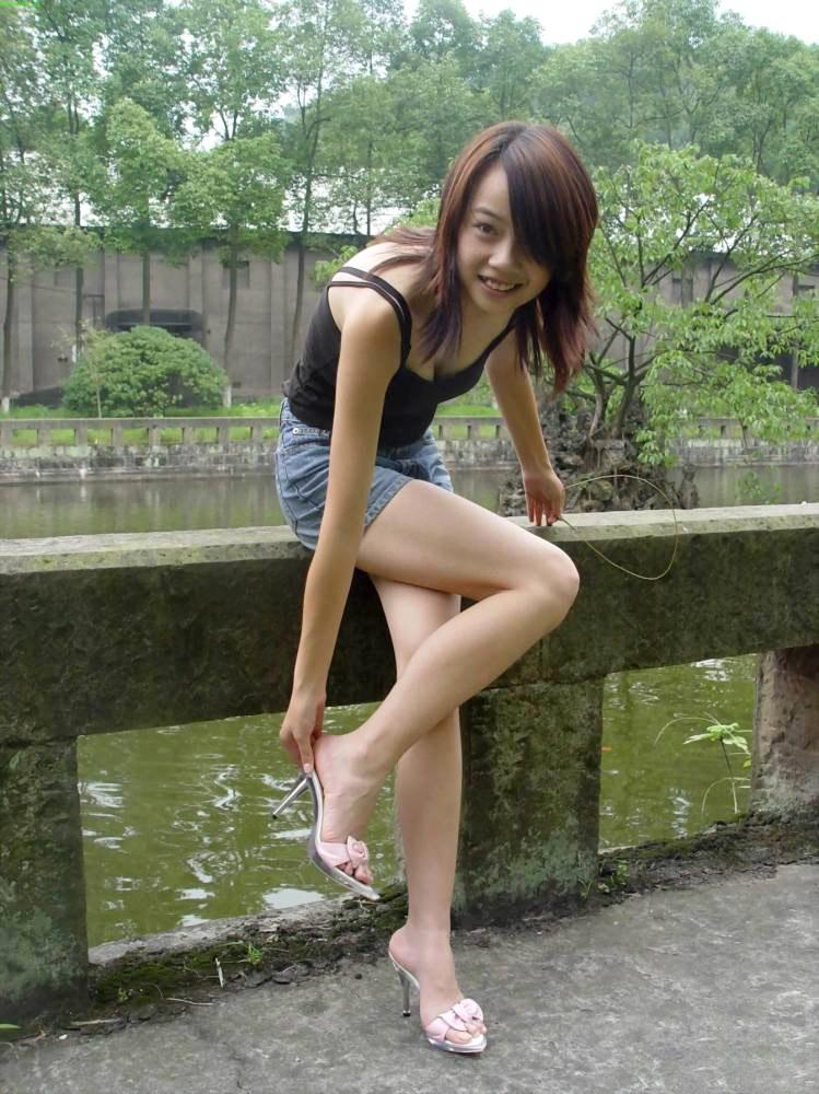 【美脚エロ画像】スラリと伸びた女の子の美脚におもわずナマツバ!www 27