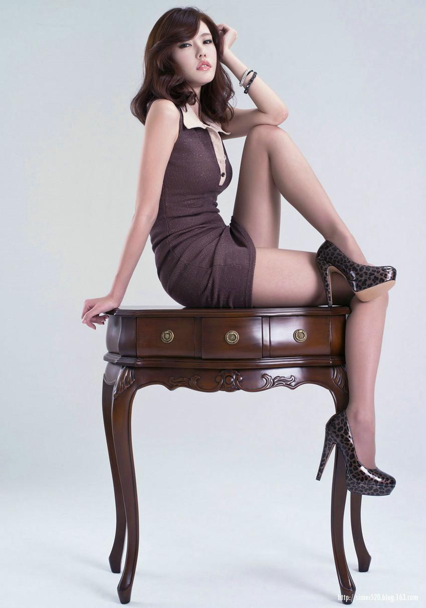 【美脚エロ画像】スラリと伸びた女の子の美脚におもわずナマツバ!www 31