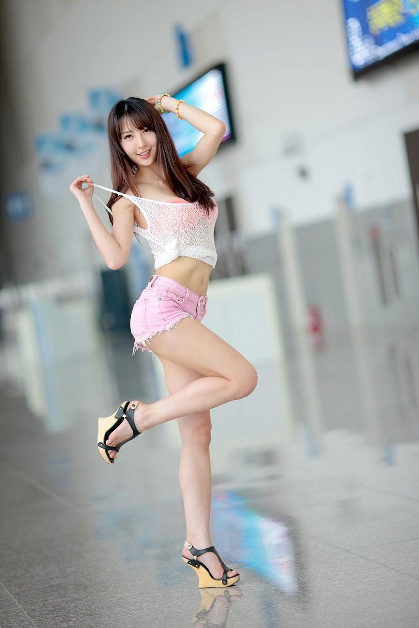 【美脚エロ画像】スラリと伸びた女の子の美脚におもわずナマツバ!www 35