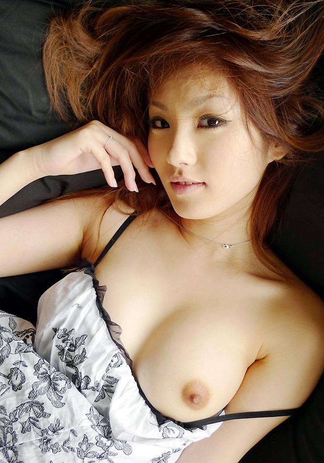【片乳エロ画像】片方のおっぱいだけ見せてくれてる女の子特集!wwwww 13