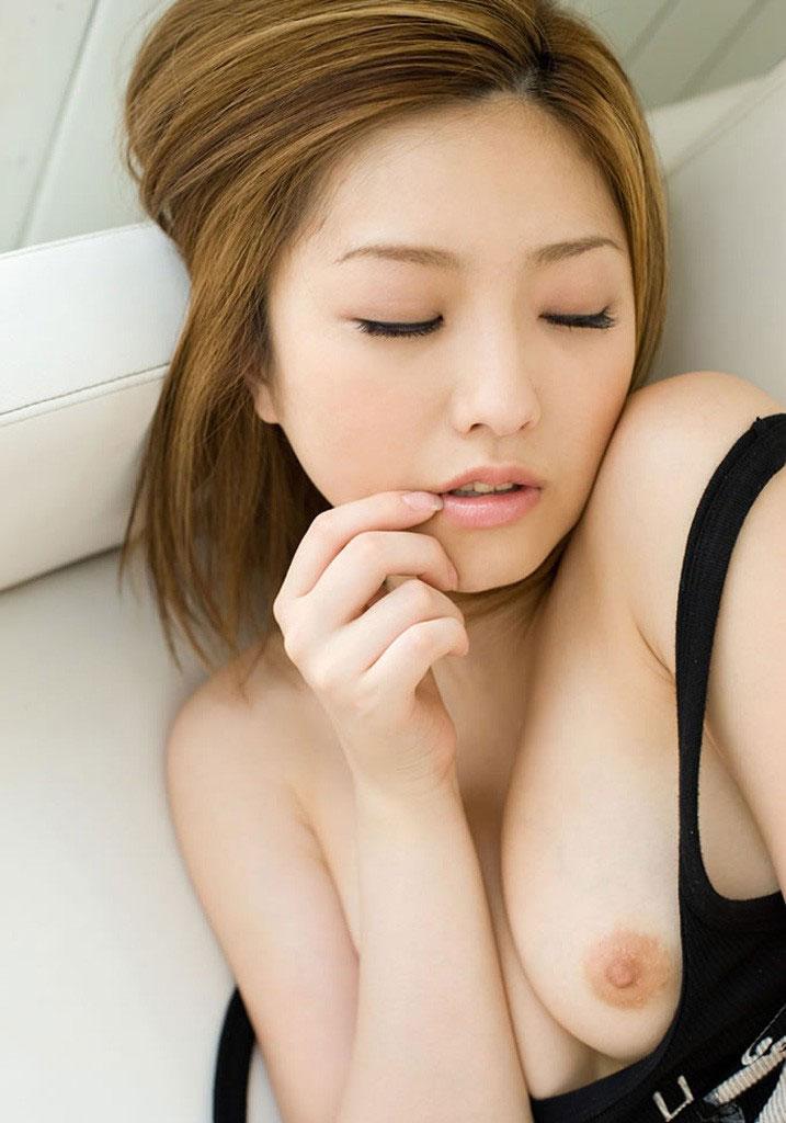 【片乳エロ画像】片方のおっぱいだけ見せてくれてる女の子特集!wwwww 18