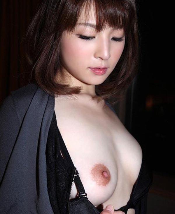 【片乳エロ画像】片方のおっぱいだけ見せてくれてる女の子特集!wwwww 21