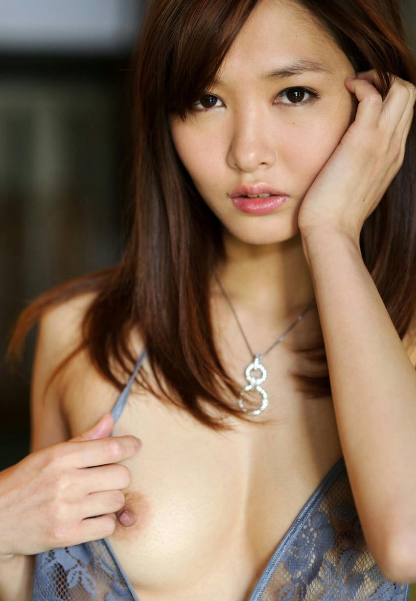 【片乳エロ画像】片方のおっぱいだけ見せてくれてる女の子特集!wwwww 50