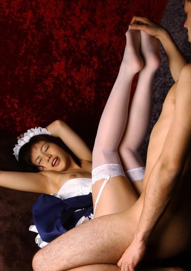 【着衣セックスエロ画像】着衣をまとったまま最低限の脱衣でセックス! 10