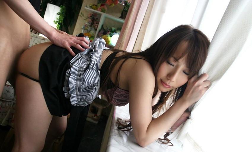 【着衣セックスエロ画像】着衣をまとったまま最低限の脱衣でセックス! 38