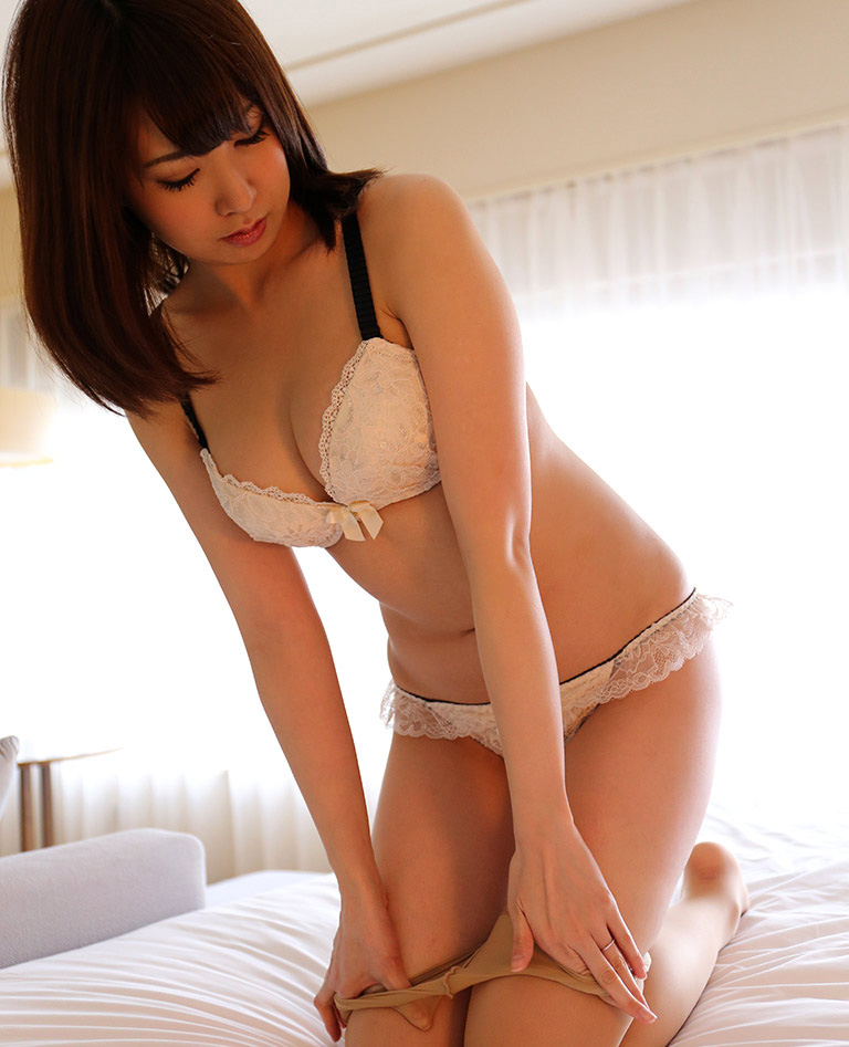 【セクシーランジェリーエロ画像】セクシーさに重点をおいた女の子の下着がこちらw 51