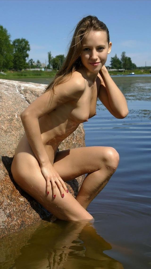 【海外美乳エロ画像】美しすぎる!見とれてしまうほどの海外美乳な女の子たち! 26