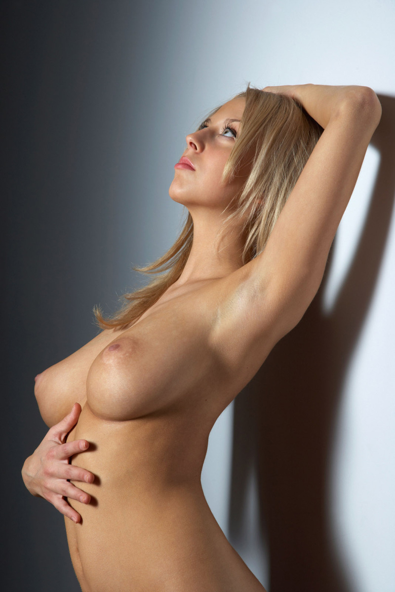 【海外美乳エロ画像】美しすぎる!見とれてしまうほどの海外美乳な女の子たち! 31