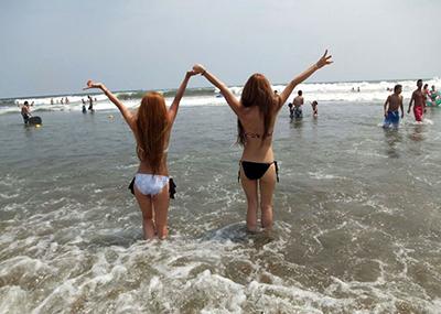 【素人水着エロ画像】夏といえば、やっぱり素人娘たちの水着だよな!?www