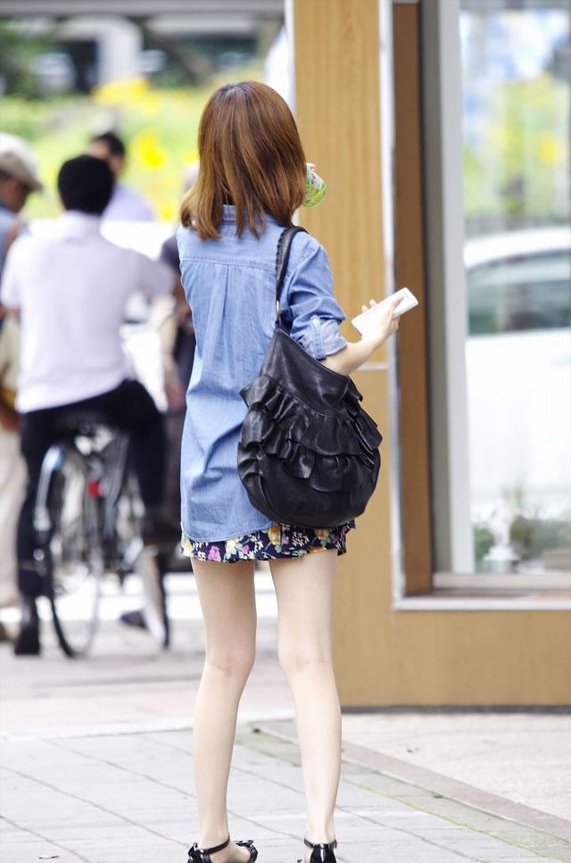 【街撮り美脚エロ画像】スラリと伸びた美脚の女の子を街中でフォーカスしたったw 02