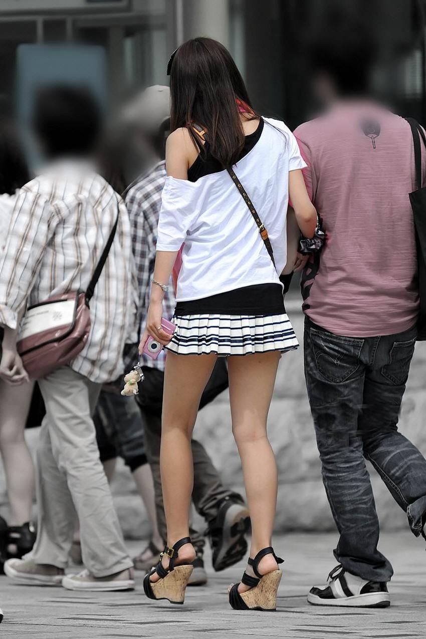 【街撮り美脚エロ画像】スラリと伸びた美脚の女の子を街中でフォーカスしたったw 03