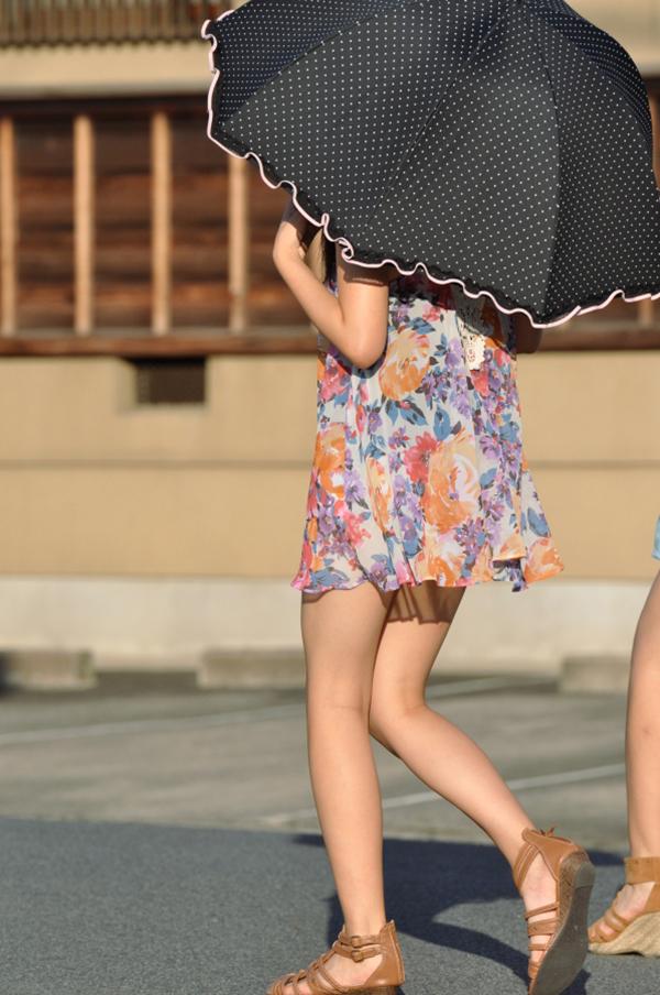【街撮り美脚エロ画像】スラリと伸びた美脚の女の子を街中でフォーカスしたったw 04