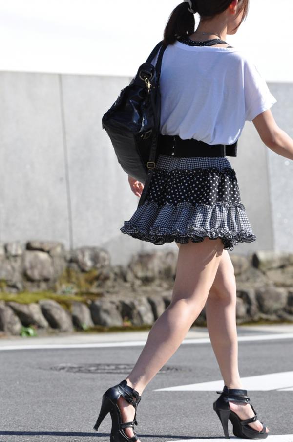 【街撮り美脚エロ画像】スラリと伸びた美脚の女の子を街中でフォーカスしたったw 08