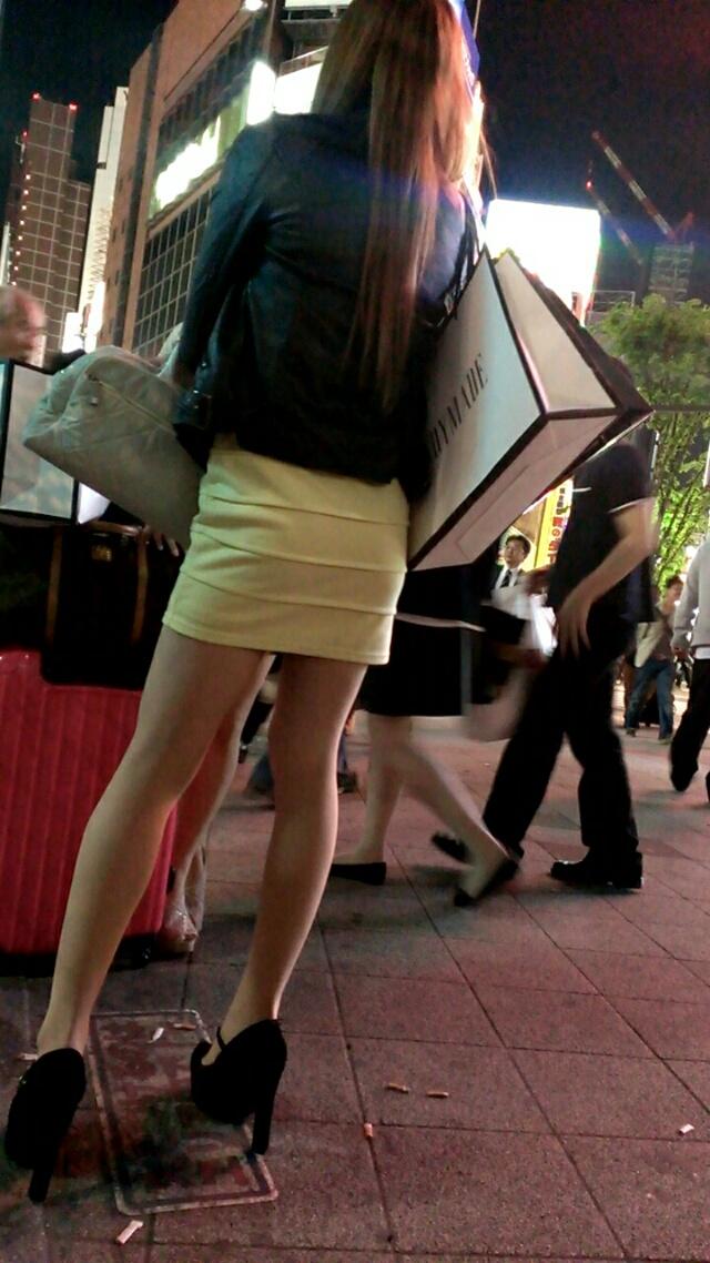 【街撮り美脚エロ画像】スラリと伸びた美脚の女の子を街中でフォーカスしたったw 09