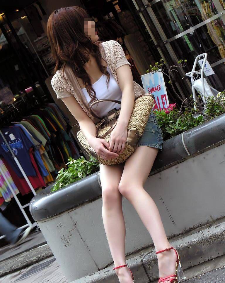 【街撮り美脚エロ画像】スラリと伸びた美脚の女の子を街中でフォーカスしたったw 10