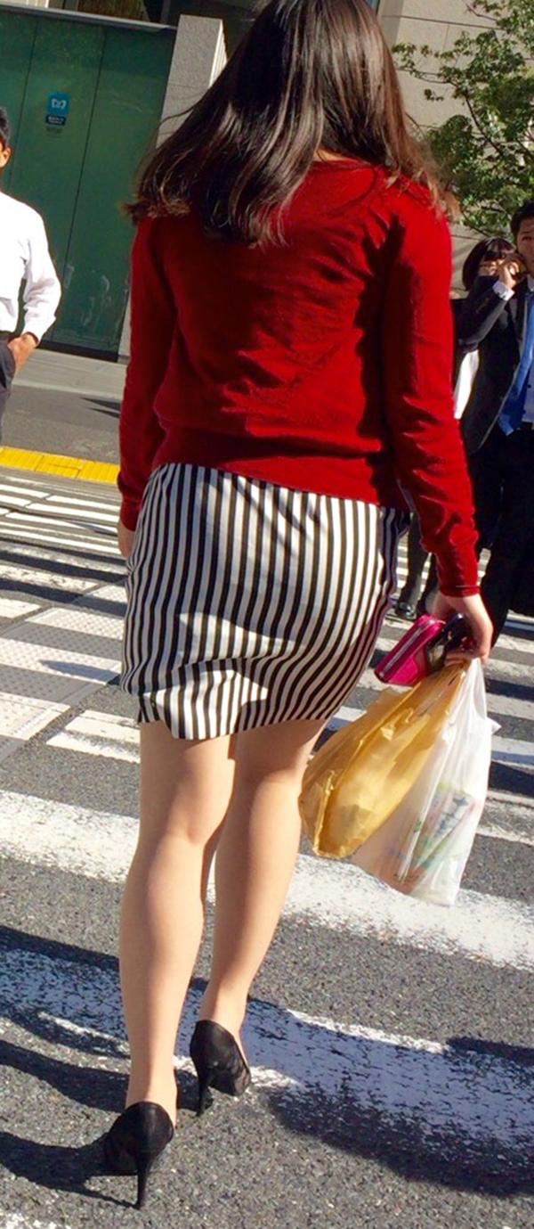 【街撮り美脚エロ画像】スラリと伸びた美脚の女の子を街中でフォーカスしたったw 11