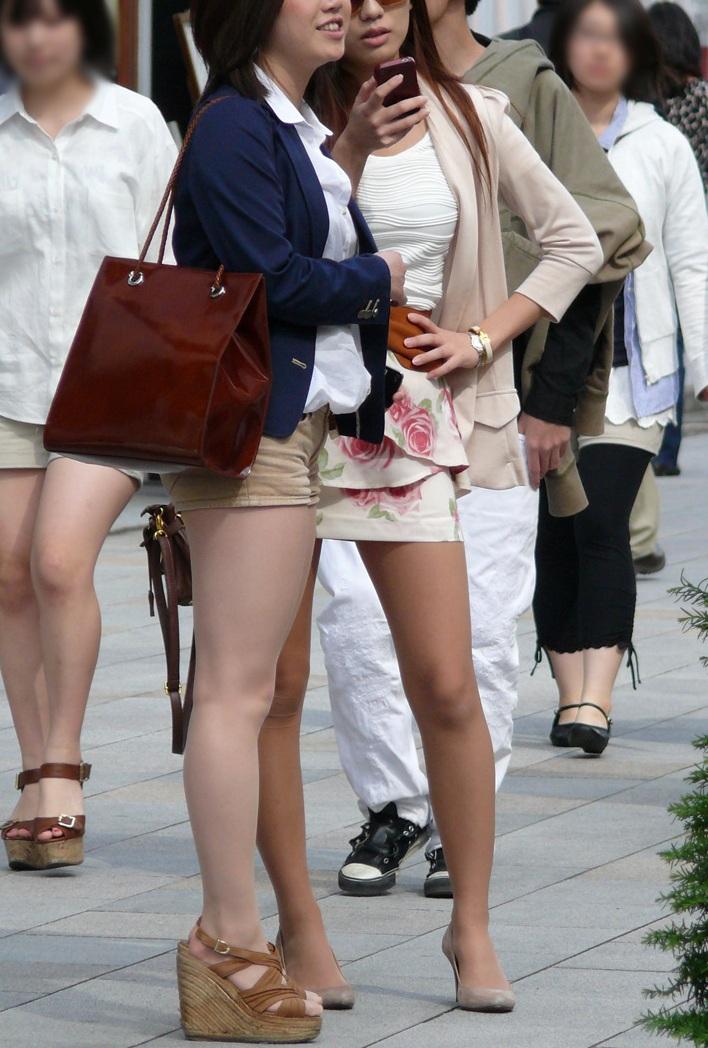【街撮り美脚エロ画像】スラリと伸びた美脚の女の子を街中でフォーカスしたったw 13
