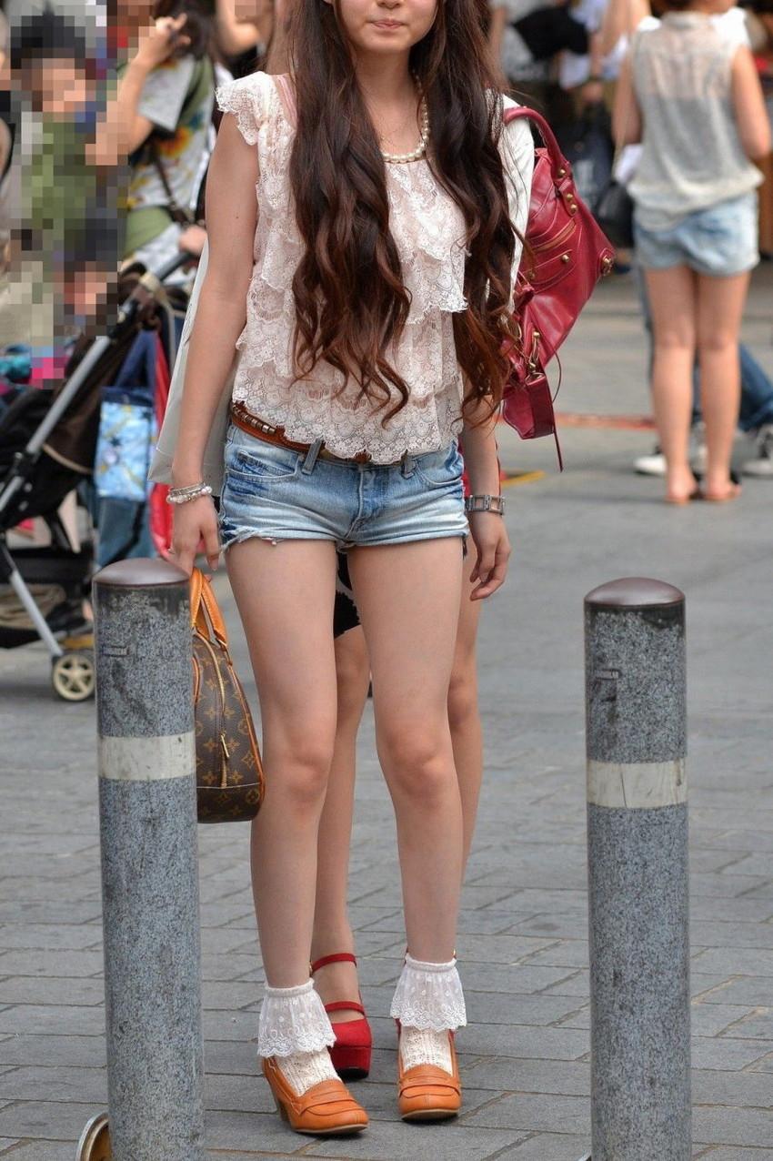 【街撮り美脚エロ画像】スラリと伸びた美脚の女の子を街中でフォーカスしたったw 15