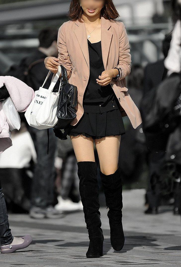 【街撮り美脚エロ画像】スラリと伸びた美脚の女の子を街中でフォーカスしたったw 21