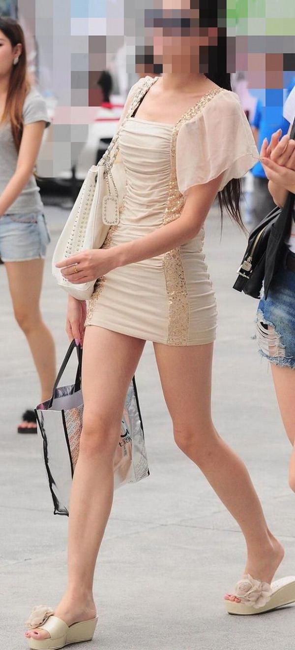 【街撮り美脚エロ画像】スラリと伸びた美脚の女の子を街中でフォーカスしたったw 29