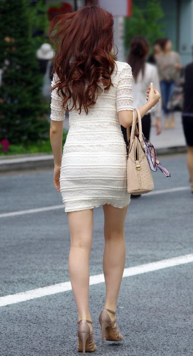 【街撮り美脚エロ画像】スラリと伸びた美脚の女の子を街中でフォーカスしたったw 30