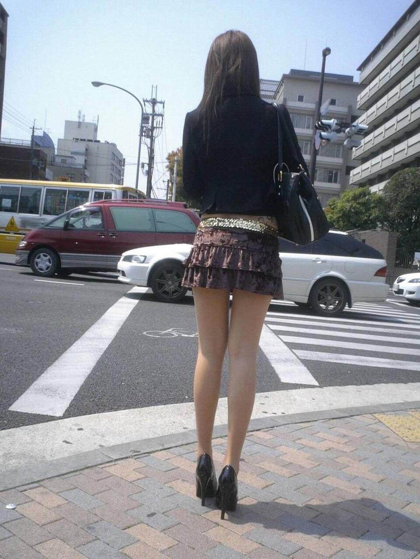 【街撮り美脚エロ画像】スラリと伸びた美脚の女の子を街中でフォーカスしたったw 35