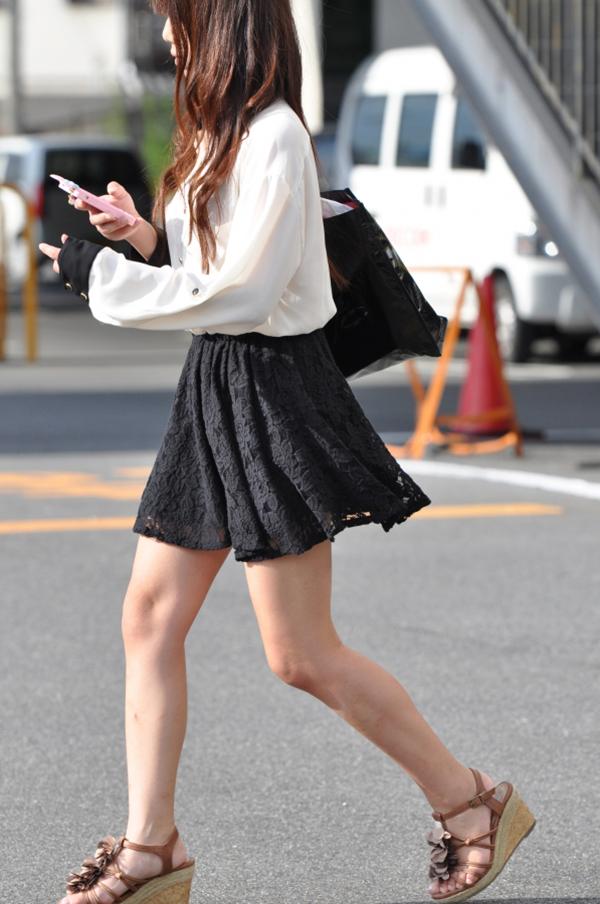 【街撮り美脚エロ画像】スラリと伸びた美脚の女の子を街中でフォーカスしたったw 37