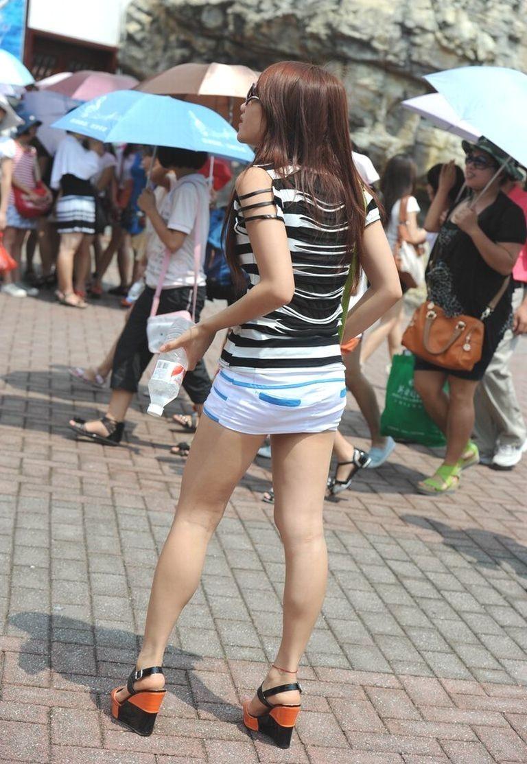 【街撮り美脚エロ画像】スラリと伸びた美脚の女の子を街中でフォーカスしたったw 38