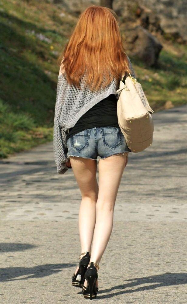 【街撮り美脚エロ画像】スラリと伸びた美脚の女の子を街中でフォーカスしたったw 39