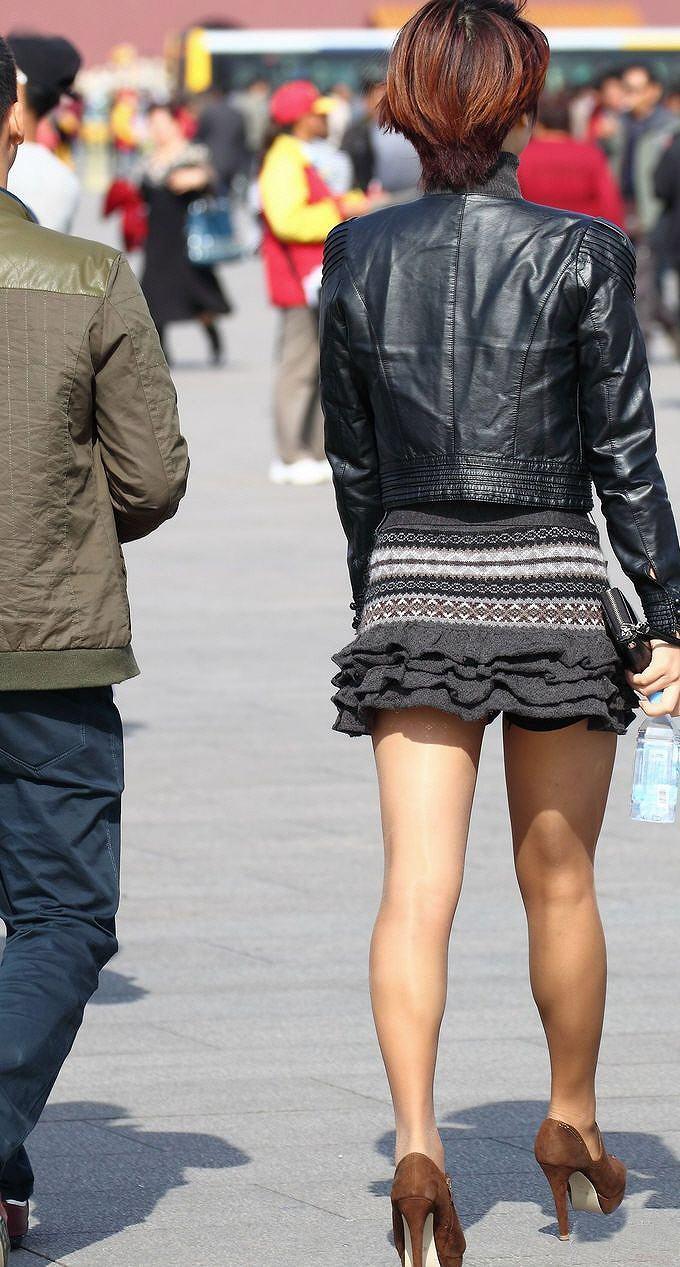 【街撮り美脚エロ画像】スラリと伸びた美脚の女の子を街中でフォーカスしたったw 43