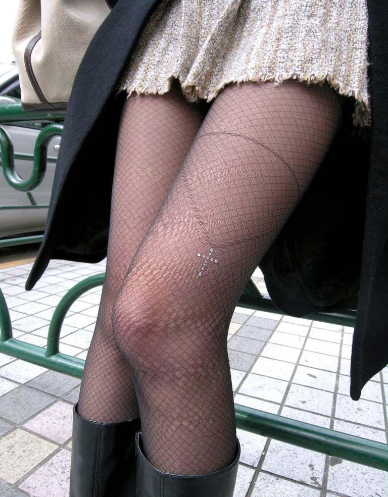 【街撮り美脚エロ画像】スラリと伸びた美脚の女の子を街中でフォーカスしたったw 46