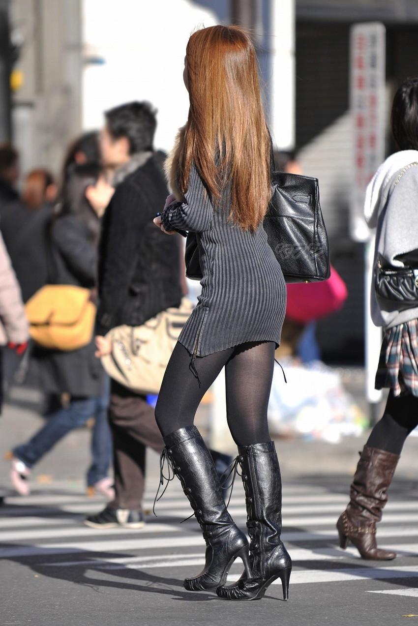 【街撮り美脚エロ画像】スラリと伸びた美脚の女の子を街中でフォーカスしたったw 51