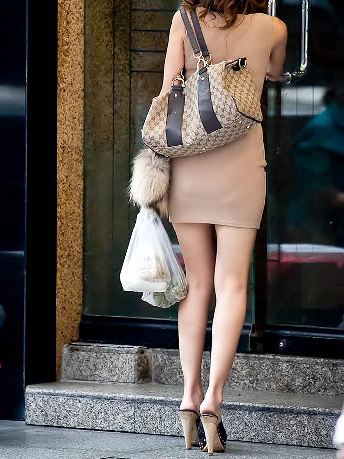 【街撮り美脚エロ画像】スラリと伸びた美脚の女の子を街中でフォーカスしたったw 55