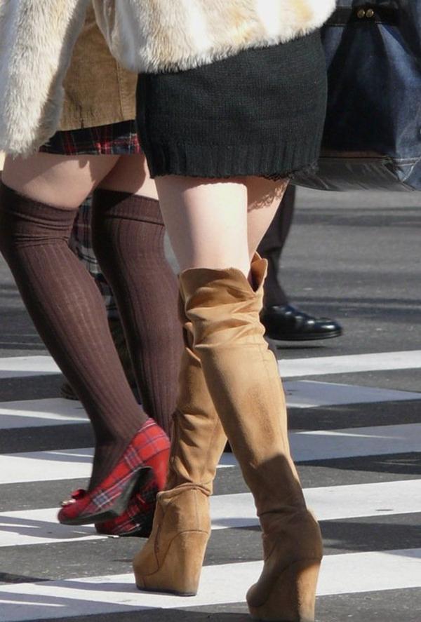 【街撮り美脚エロ画像】スラリと伸びた美脚の女の子を街中でフォーカスしたったw 56