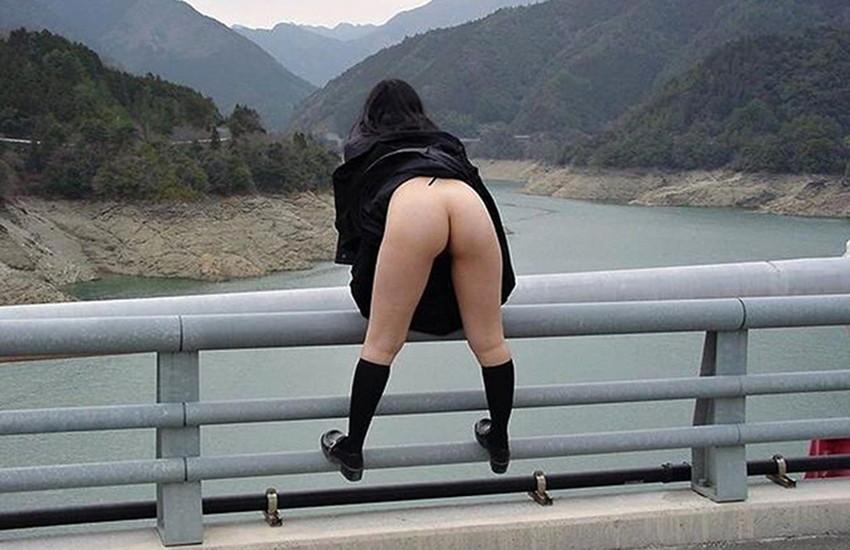 【野外露出エロ画像】過激な野外露出!今時の素人娘って大胆すぎて草www 37