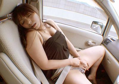 【わき見注意】淫乱な彼女を持つと自動車事故を起こしやすい原因がコチラ・・・(※画像あり)