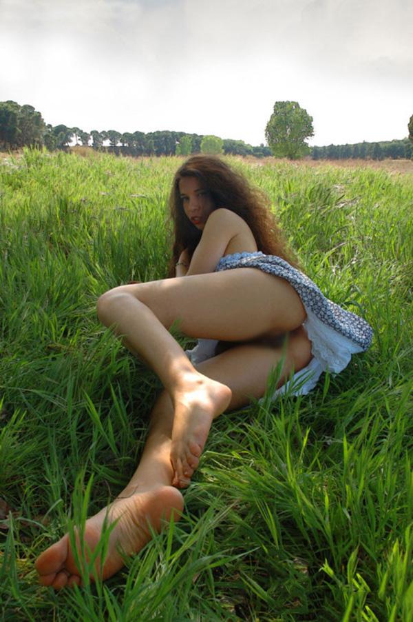 【海外露出エロ画像】大胆すぎる!海外で野外露出する女の子の潔さが草www 40