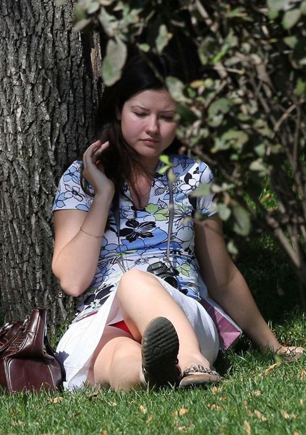 【海外パンチラエロ画像】映画のワンシーンのような海外女性たちのパンチラ画像集めたった! 06
