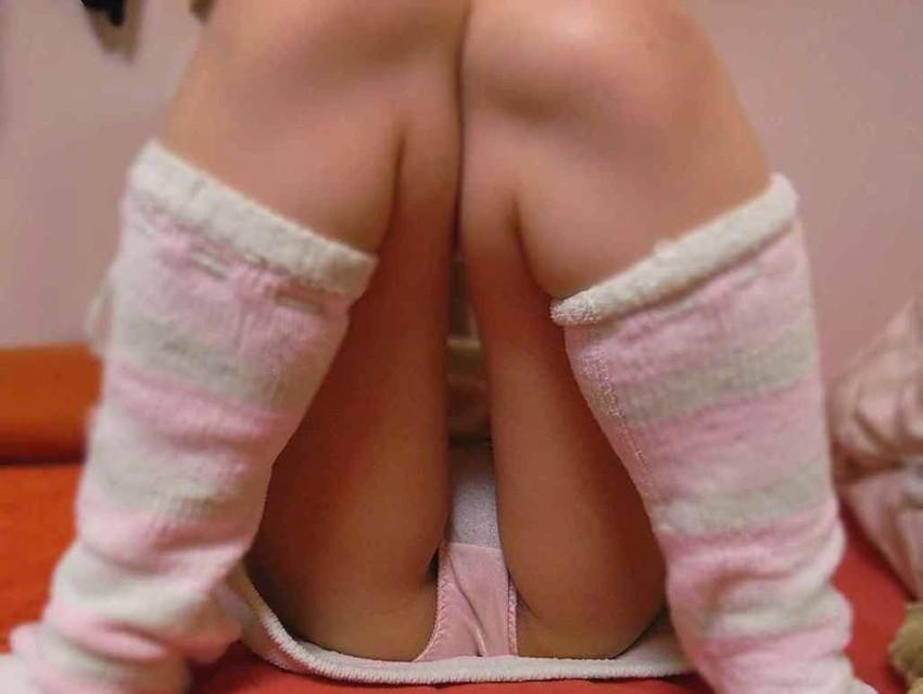 【M字開脚エロ画像】この股間を見ろ!と言わんばかりのポーズ!やっぱり卑猥だw 10