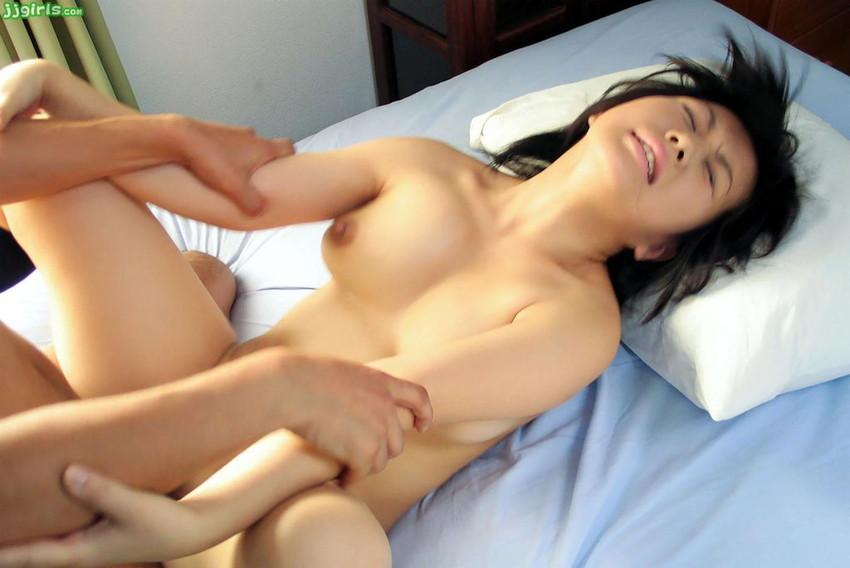 【正常位エロ画像】ノーマルな体位、誰しも経験する正常位というセックスの体位! 11