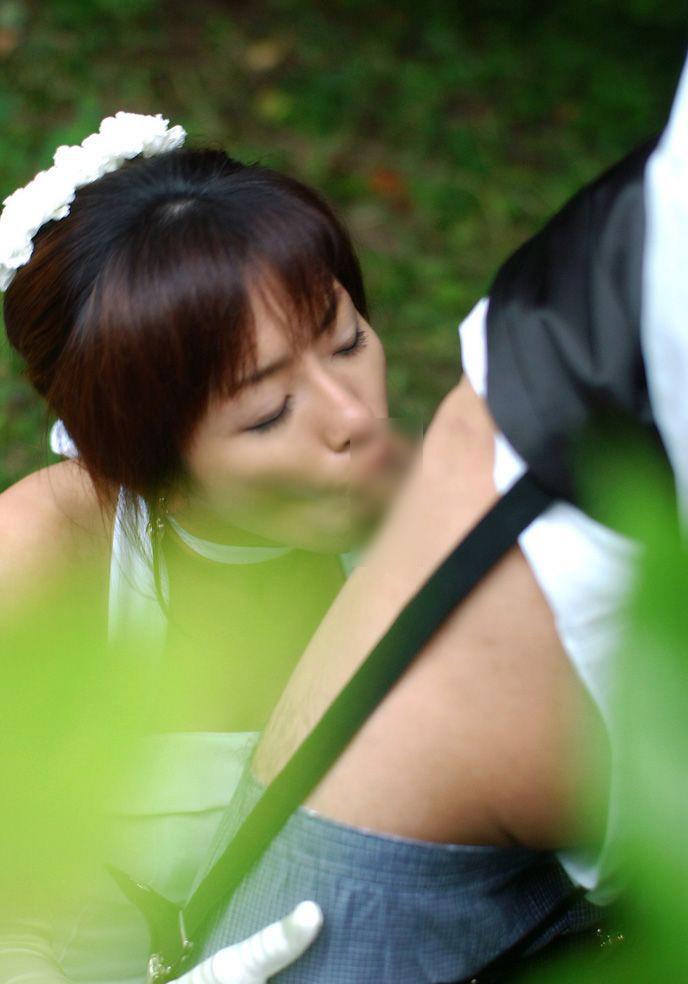 【青姦、野外エロ画像】屋外でセックスorエロ行為に及んでいるカップルエロ杉! 26