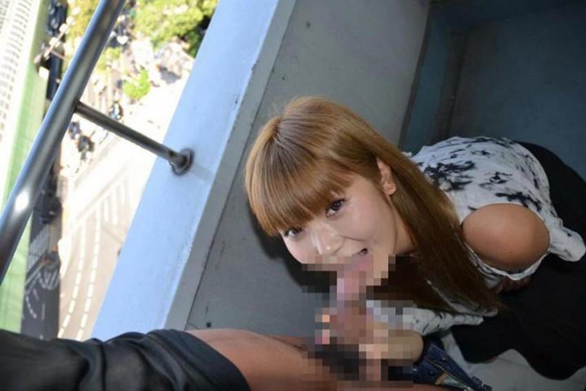 【青姦、野外エロ画像】屋外でセックスorエロ行為に及んでいるカップルエロ杉! 44