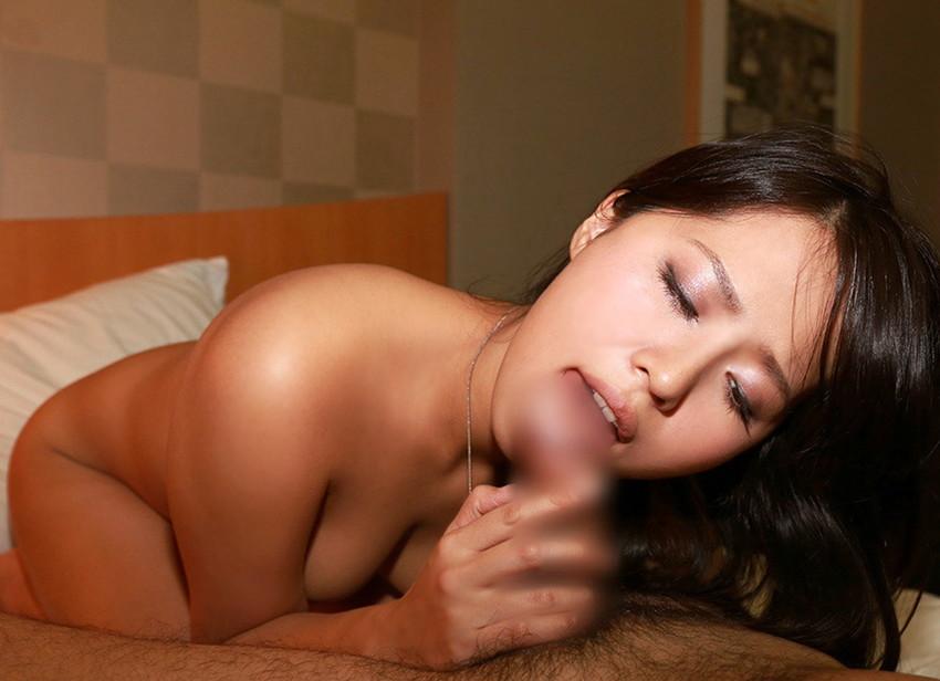 【全裸フェラチオエロ画像】素っ裸で男のチンポが欲しくて堪らない女の行動ww 43