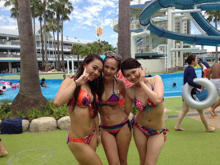 【素人水着エロ画像】素人娘たちの生々しい水着画像がめっちゃシコだなw 17