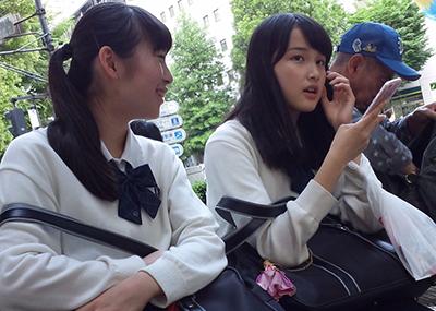 駅ホームや電車内で撮れた→高画質すぎる制服の「女子高生」シリーズ!距離感が半端ない30枚。