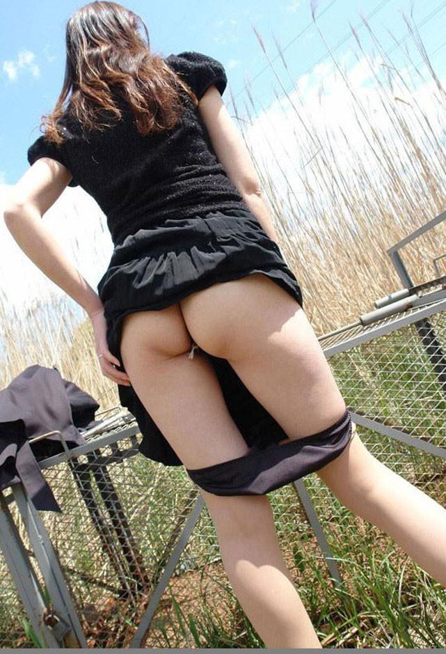 【素人野外露出エロ画像】素人娘たちの野外露出!過激さもここに極まったり!ww 43
