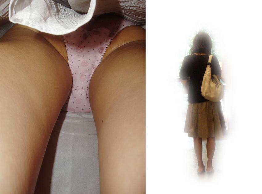 【パンチラ逆さ撮りエロ画像】盗撮師の技の光る一品!直下から狙ったパンチラ画像! 40
